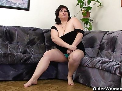 Busty and mature BBW masturbates with vibrator