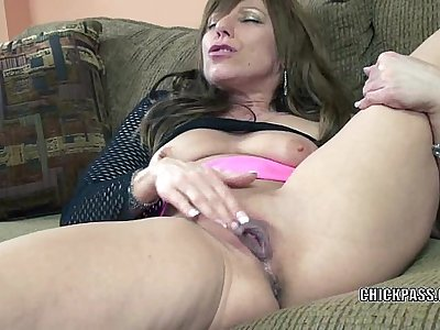 Horny MILF Brandi Minx plays with her mature twat